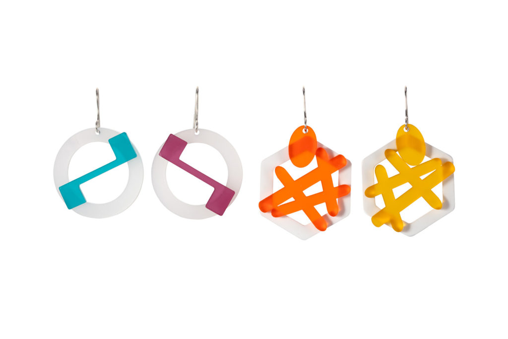 Decorated earrings with zigzag and hashtags